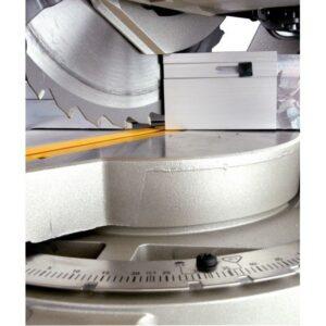 DeWalt Potezna pila sa stolom 1.500 W / 305 mm