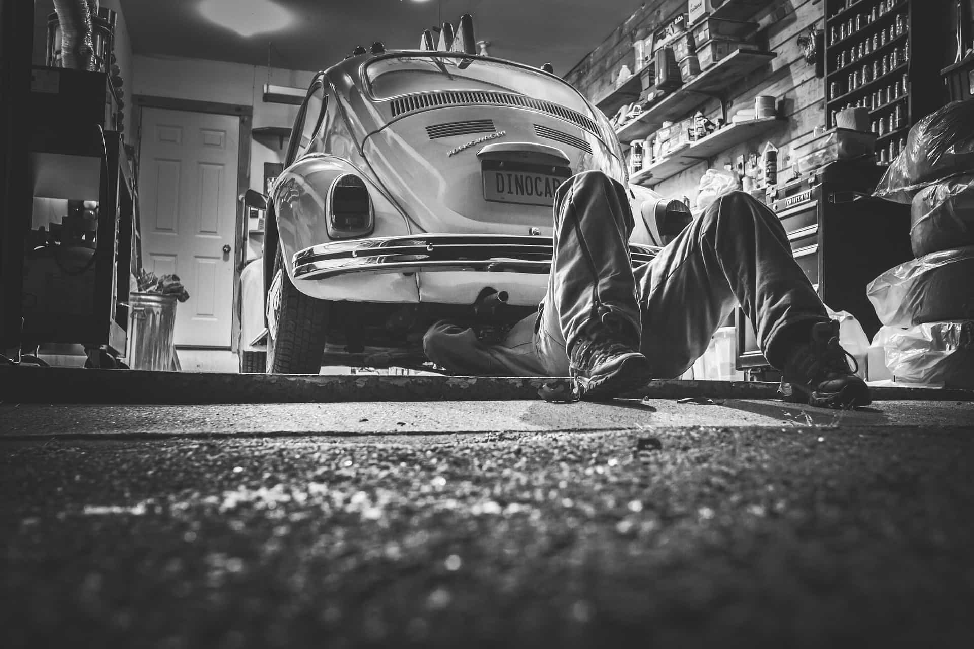 car-repair-362150_1920-min
